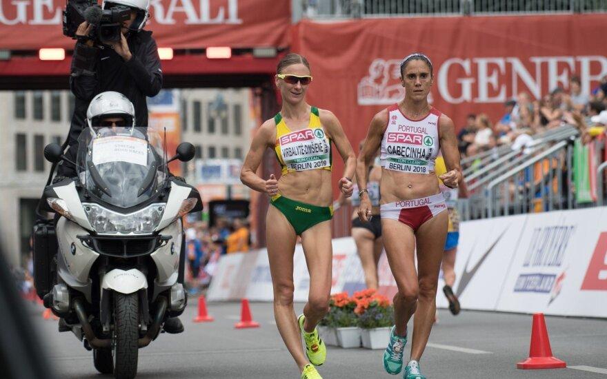 Brigita Virbalytė (kairėje)