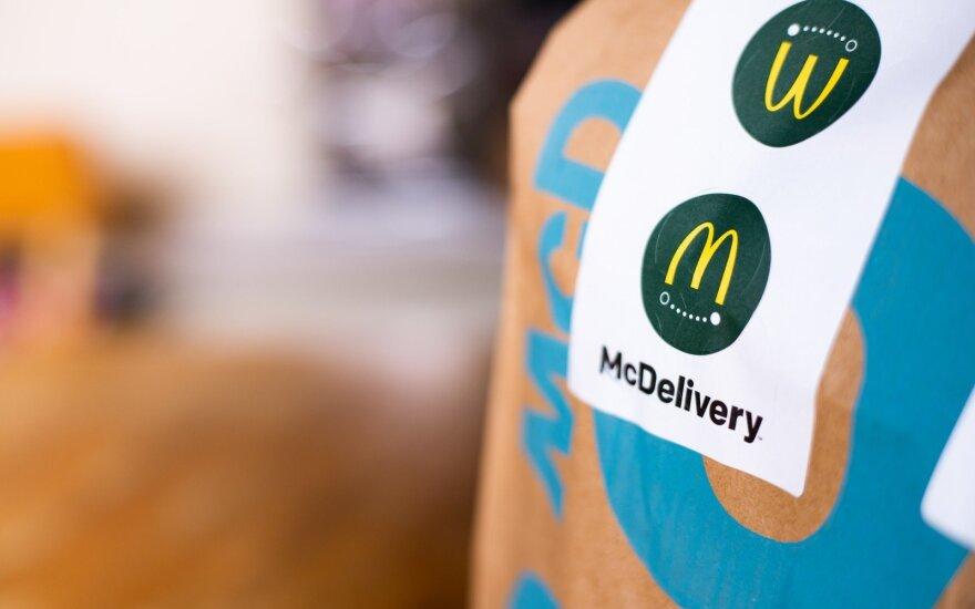 """""""McDonald's"""" siekia sumažinti mokesčius ir išplėsti pristatymą į namus"""