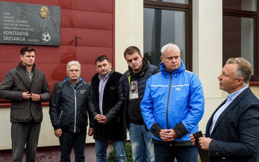 """Klaipėdoje įamžintas mirusio """"Atlanto"""" trenerio Sarsanijos atminimas"""