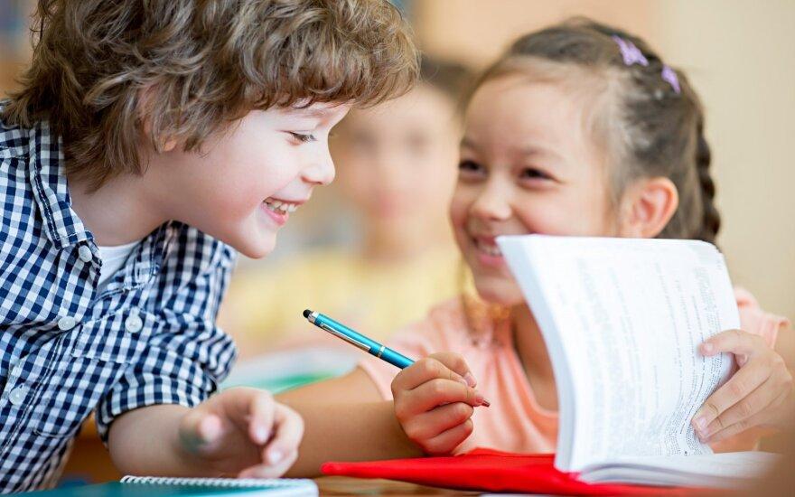 Psichologiniai rugsėjo 1-osios išbandymai: kokią meškos paslaugą moksleiviams daro tėvai?