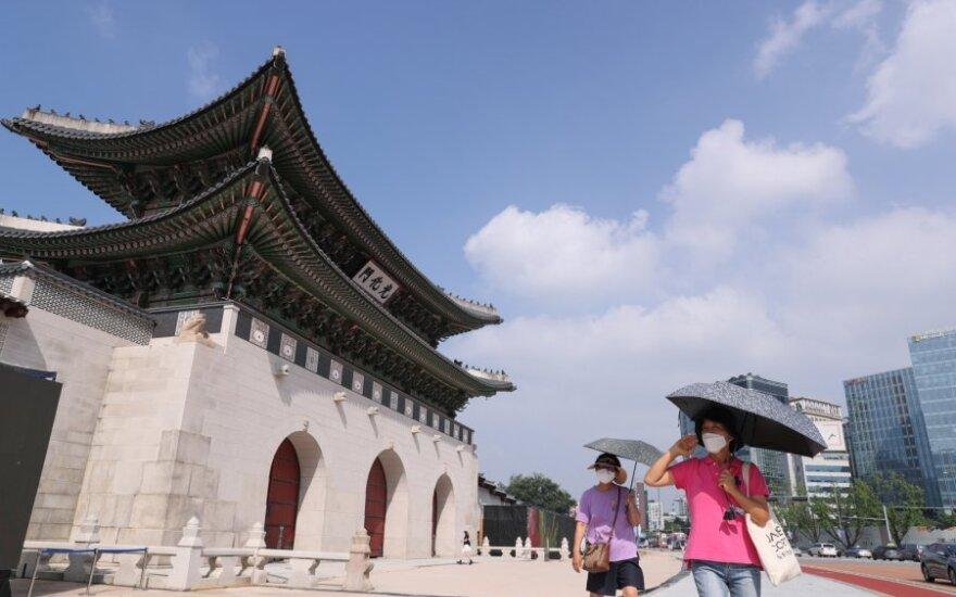 Pietų Korėjos bažnyčiose dėl augančio infekcijų skaičiaus uždrausta rengti religines apeigas