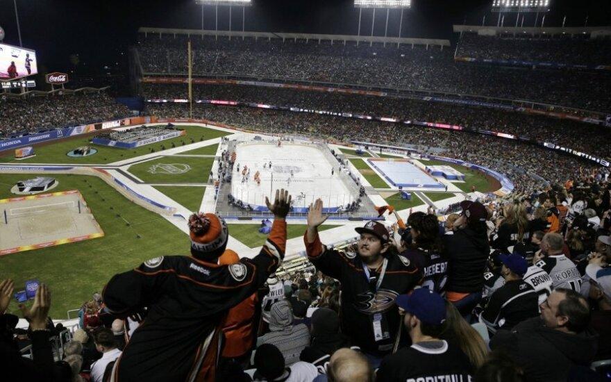 """Anaheimo """"Ducks"""" ir Los Andželo """"Kings"""" žaidė """"Dodger"""" stadione"""