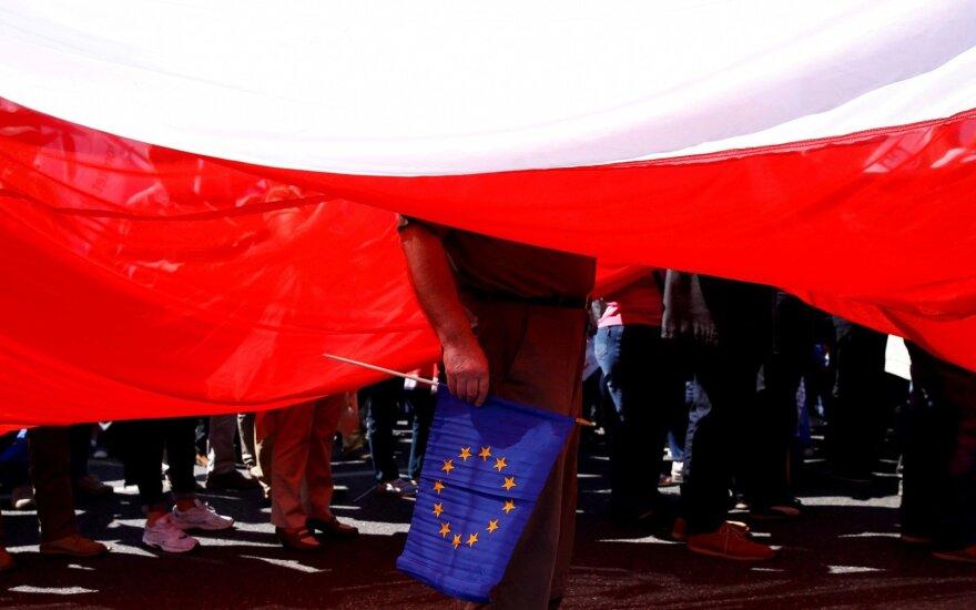 Apklausa: Lenkijoje proeuropinė opozicija populiarumu lenkia valdančiuosius populistus