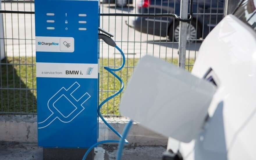 Šalies savivaldybėms - ES investicijos elektromobilių įkrovimo prieigoms įrengti