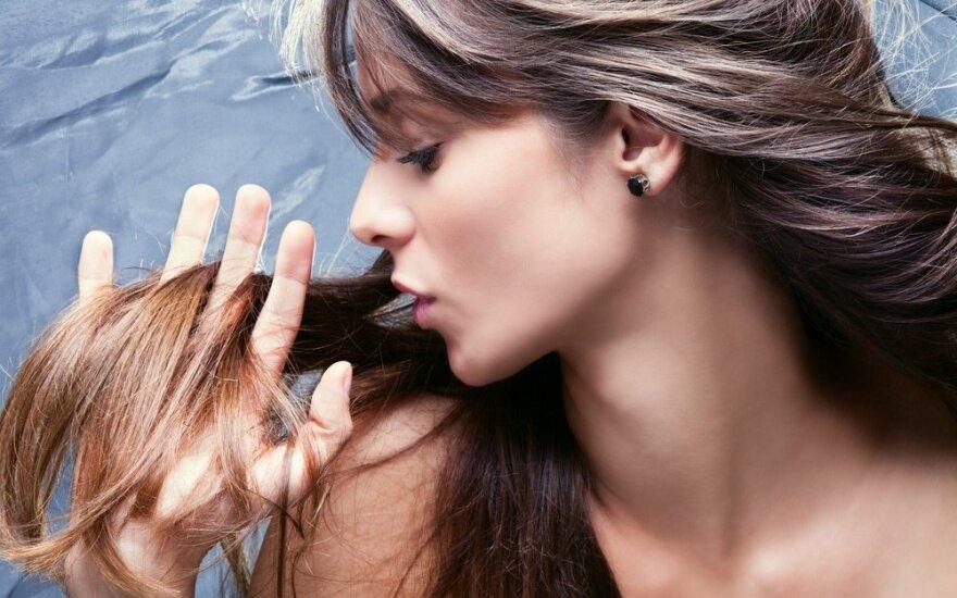 Specialistai pataria, į ką atkreipti dėmesį prižiūrint plaukus žiemą