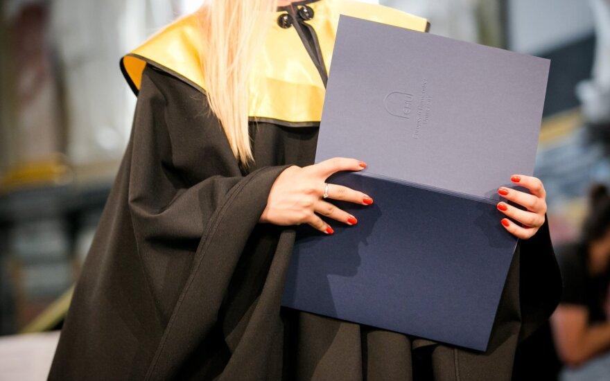 Trys universitetai kreipėsi į konkurentus: atrodom kaip šalis, kur pusvelčiui dalijami diplomai