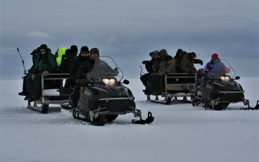 Žvejyba nuo ledo Kuršių mariose