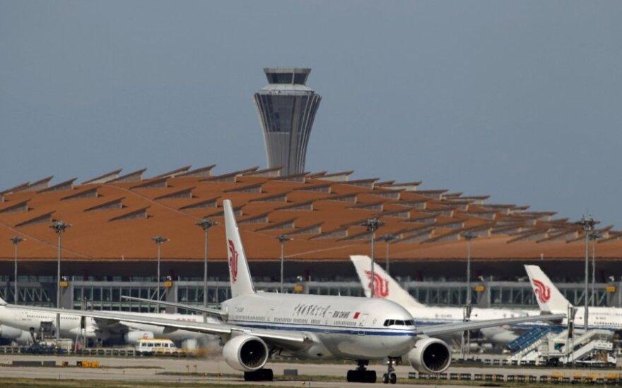 """""""Air China"""" lėktuvai Tarptautiniame Pekino oro uoste"""