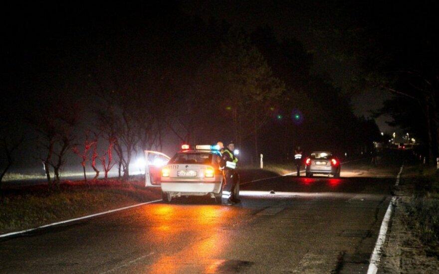 Nuteistasis apdaužė du Lietuvos kriminalinės policijos biuro automobilius ir pabėgo