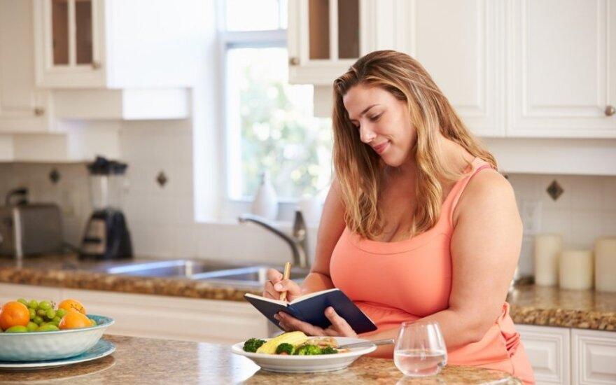 Drastiški moters lieknėjimo eksperimentai: nuo pusmečio badavimo iki liekninančio kvėpavimo
