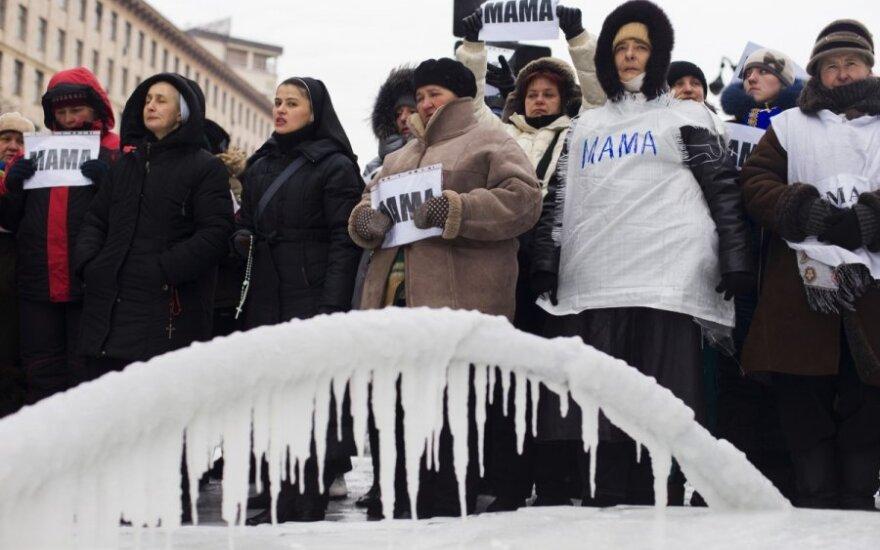 Ukrainiečių pajamos atrodo apgailėtinai