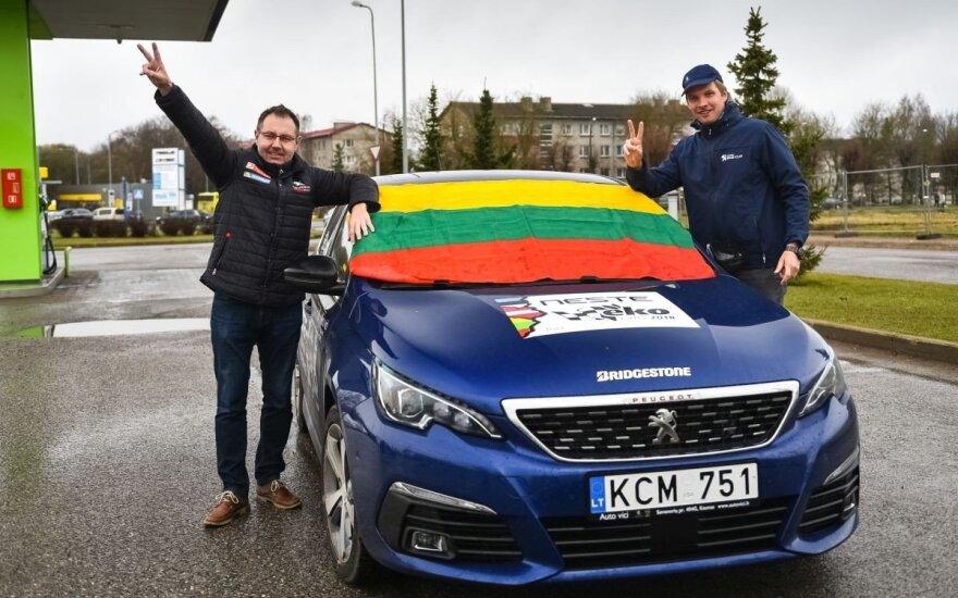 Eko ralio dalyviai paminėjo Lietuvos valstybės vėliavos 100-metį
