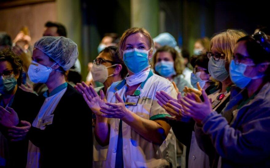Ispanijoje dėl koronaviruso paskelbta nepaprastoji padėtis pratęsiama dviem savaitėms