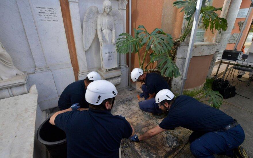 Vatikane ieškant dingusios paauglės atkasti du kapai, paaiškėjo, kad jie tušti