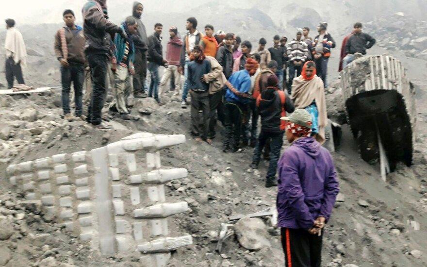 Rytų Indijoje įgriuvusi anglių kasykla
