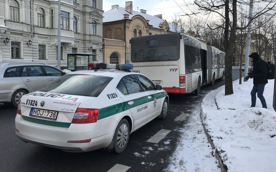 Vilniaus centre autobusas pervažiavo iš jo iškritusį vyrą