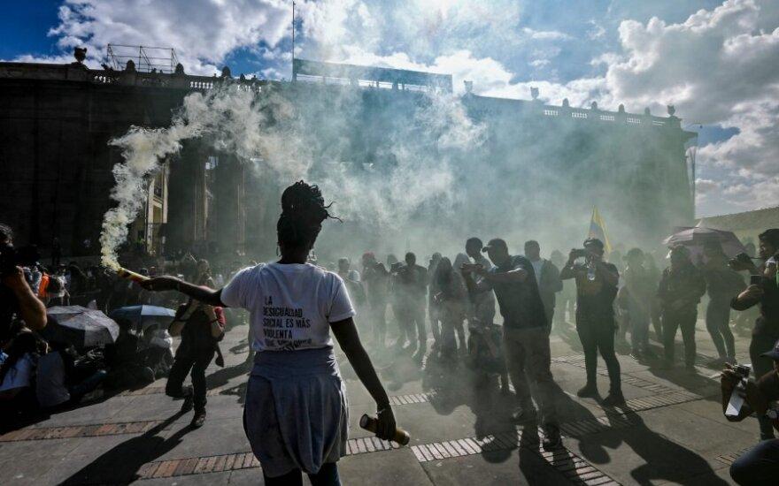 Tūkstančiai Kolumbijos piliečių vėl išėjo protestuoti į gatves