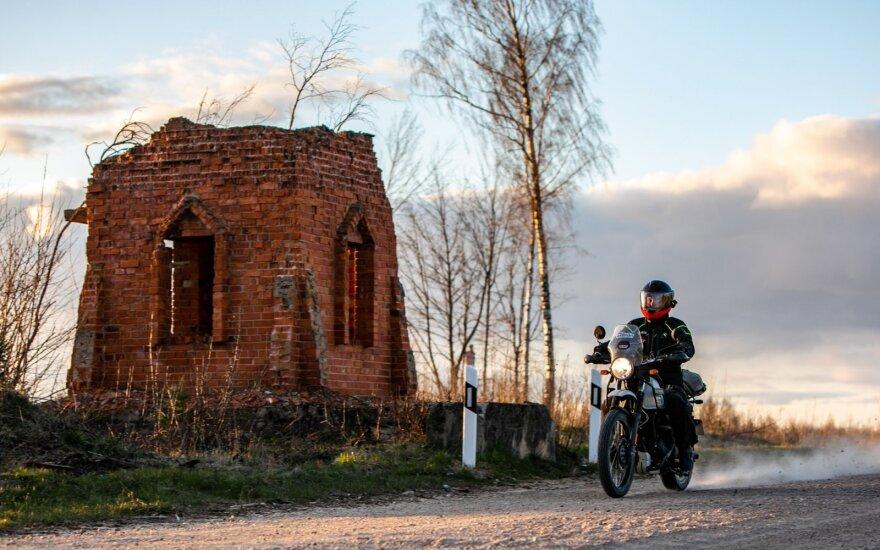 Mieliausko kelionė aplink Lietuvą žvyrkeliais motociklu