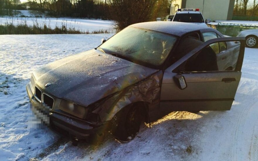 Marijampolėje iš kolegijos Verslo ir technologijų fakulteto aikštelės pavogtas BMW
