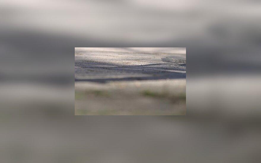 Šiauliuose moterį perėjoje kliudė net du automobiliai