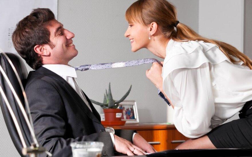 Darbovietėje kiekvienas vyras galvoja, kad norėtumėte su juo permiegoti