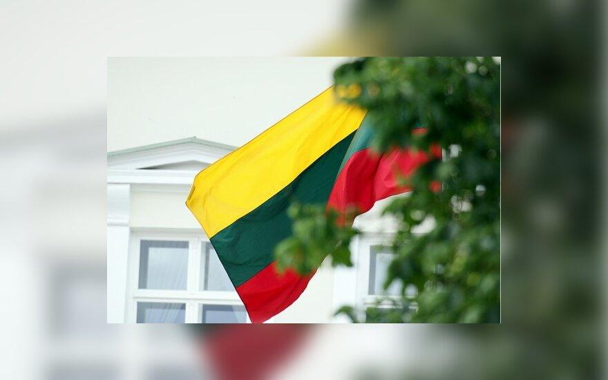 Vėliavas Lietuvoje siūloma leisti siūti be licencijos ir įmonėms, ir žmonėms