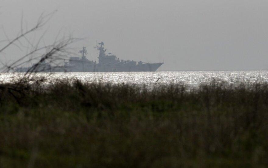 """Ukrainos pasienio pareigūnai kaltina Rusijos karo laivus atlikus """"pavojingus manevrus"""""""