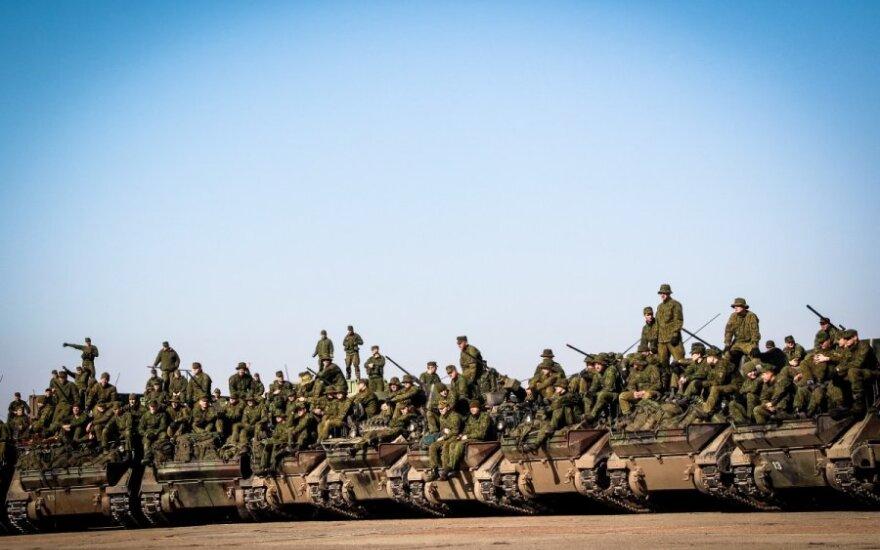 Siūlo didinti profesionalių karių skaičių