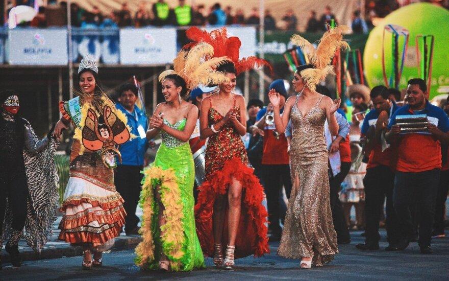 Sportininkus Bolivijoje pasitiko ir tituluotos gražuolės