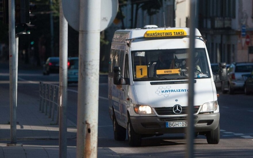 Maršrutinių autobusiukų saulėlydis pasiekė ir Kauną