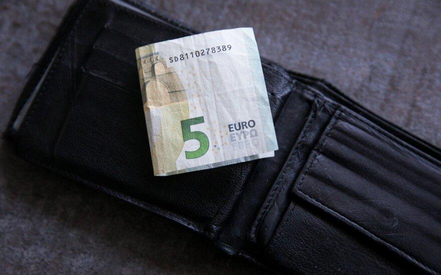 Siūloma pažeminti pajamų kartelę norintiems socialinės paramos