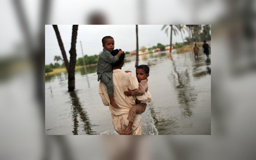 ES Pakistanui siūlo daugiau pagalbos, bet prašo ir daugiau demokratijos