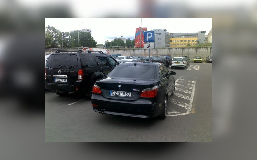 """Vilniuje, Savanorių pr., prie """"Rimi"""". 2010-06-08, 17.40 val."""