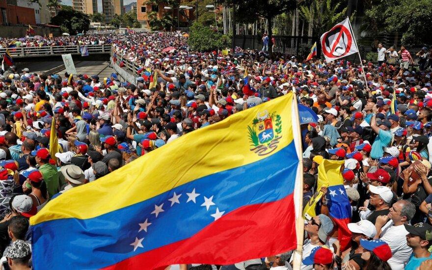 Kinija ragina taikiai spręsti Venesuelos krizę