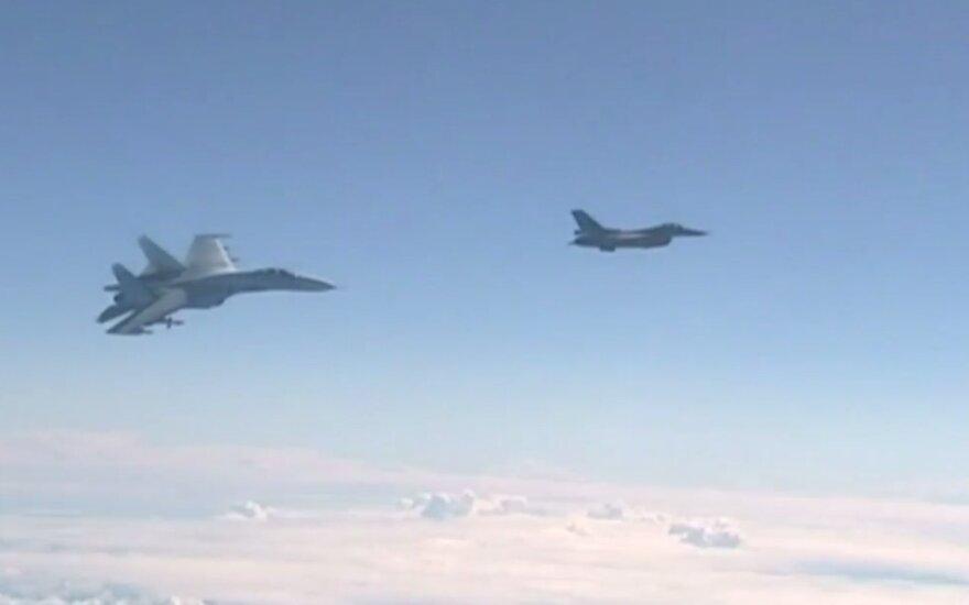 Praėjusią savaitę NATO naikintuvai tris kartus lydėjo Rusijos orlaivius