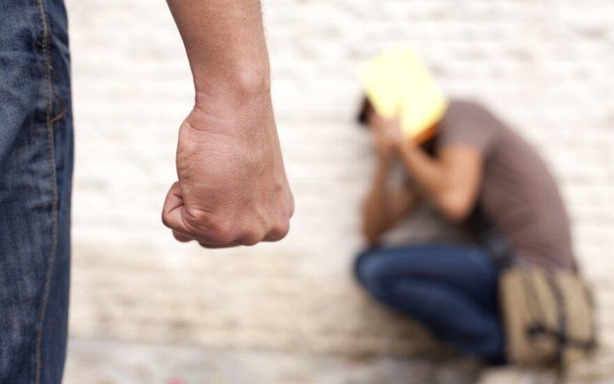 Smurtas prieš moteris: kodėl neveikia populiarūs patarimai?