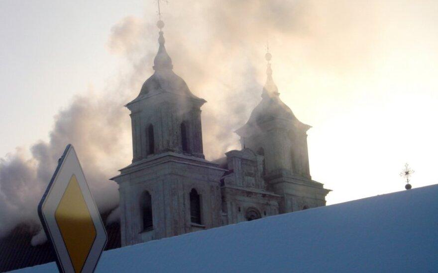 Gaisras Tytuvėnų bažnyčioje ir vienuolyne