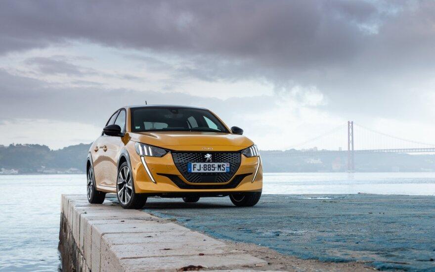 """Paaiškino, kuo nuo kitų skiriasi Europoje geriausiu išrinktas """"Peugeot 208"""""""