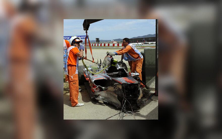 """Heikki Kovalaineno """"McLaren"""" bolidas po avarijos Ispanijos GP lenktynėse"""