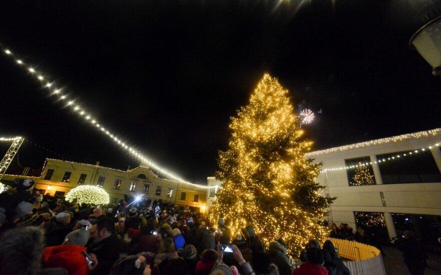 Stebuklingos Kalėdos Klaipėdoje: įžiebiant eglutę – Tarasovų šeimos staigmena
