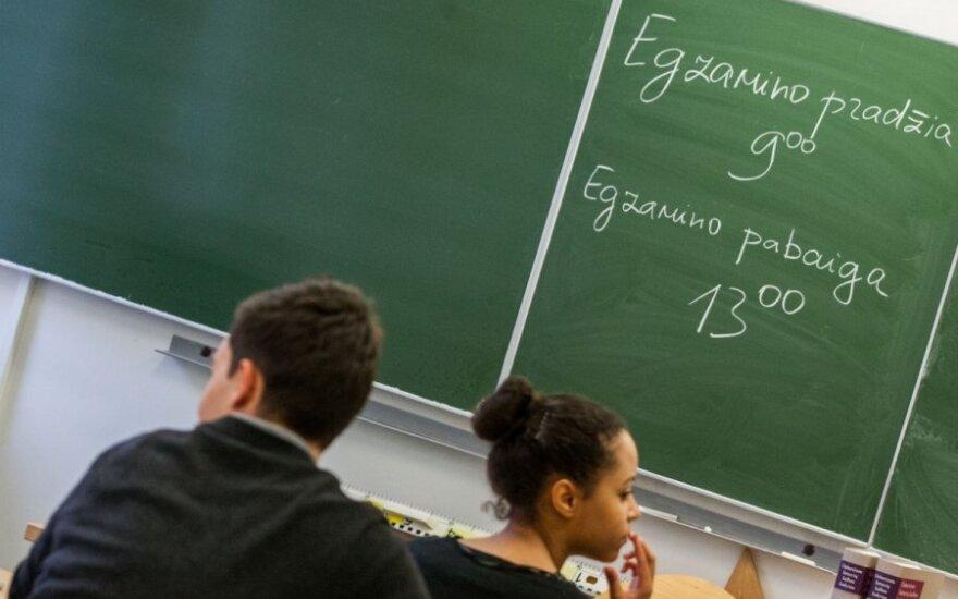 Dvyliktokės laiškas abiturientams: švietimo sistema yra supuvusi