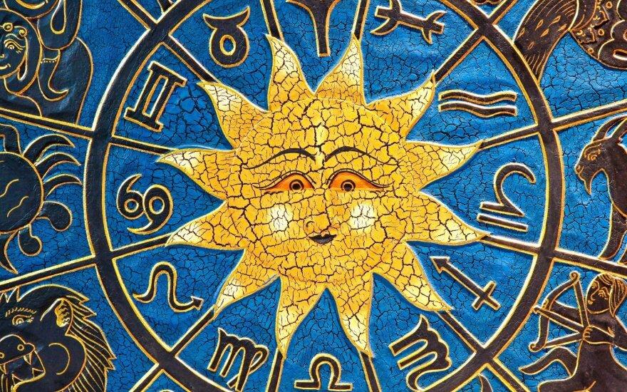 Astrologės Lolitos prognozė gegužės 3 d.: intensyvių darbų diena