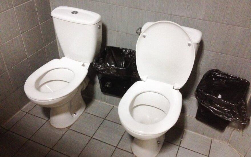 Dvigubi Sočio tualetai Vilniuje siūlomi merginoms