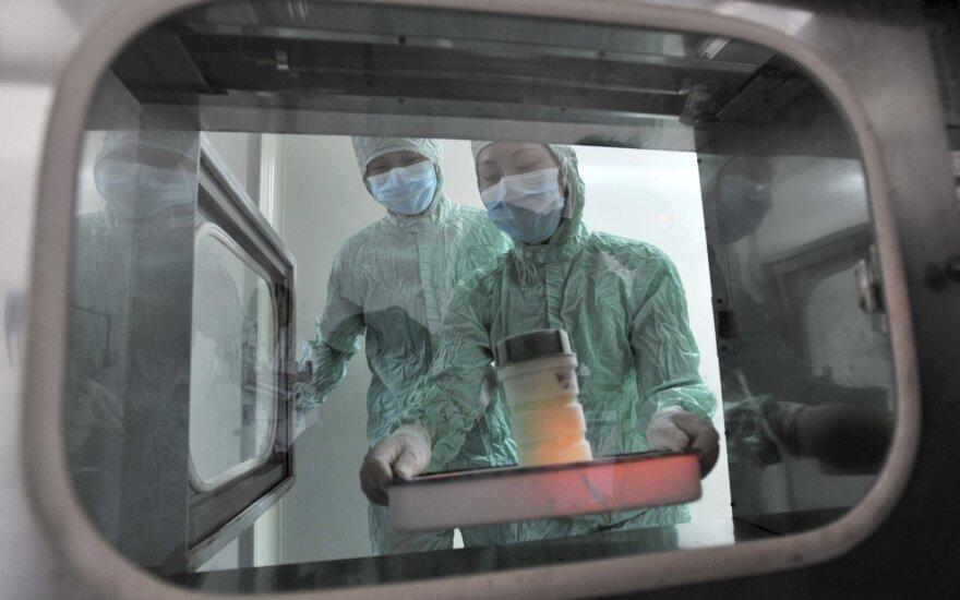 Jei paaiškėtų, kad koronavirusas tikrai pasklido iš laboratorijos Uhane, lauktų dideli rūpesčiai