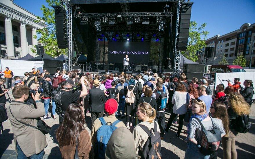 Koncerte prie Seimo gyventojai prašo neperlenkti su naujais draudimais