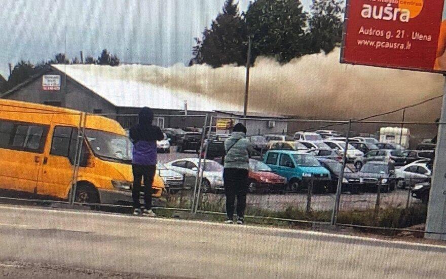 Utenoje – didžiulis gaisras: dūmai nuklojo dalį miesto, žmonių prašoma užsidaryti namuose
