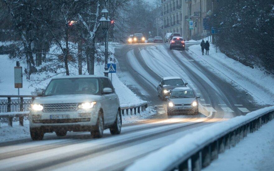 Europos automobilių pardavimai pernai patyrė rekordinį nuosmukį