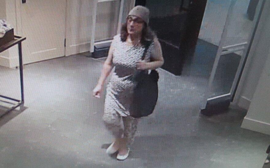 """Vilniaus policija prašo atpažinti moterį, nufilmuotą """"Panoramoje"""""""