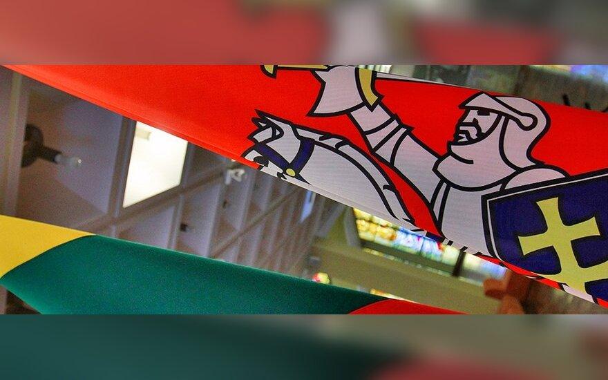 Heraldikos akivarai: kodėl turime juostuotą, o ne istorinę vėliavą?