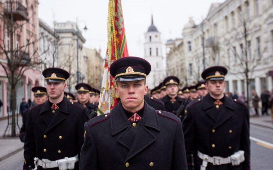 Kariuomenės dieną Lietuva demonstruoja didesnį pasirengimą gintis